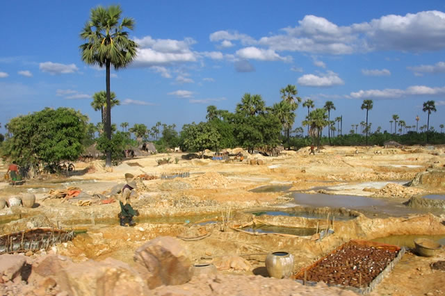 Open-Pit Copper Mining in Myanmar. Photo: Roger Price/Flickr