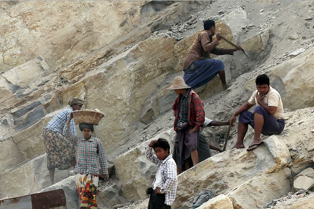 This sector-wide impact assessment (SWIA) on limestone, gold and tin mining in Myanmar analyses the impacts of mining of these commodities on the environment, local communities and workers. Photo: Ian M. Watkinson